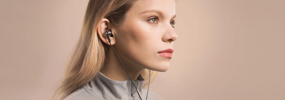xiaomi mi in-ear headphones pro banner beautiful lady